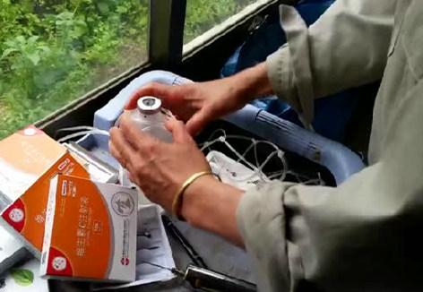 2分钟教你如何用输液管做吊瓶网兜(四步法)