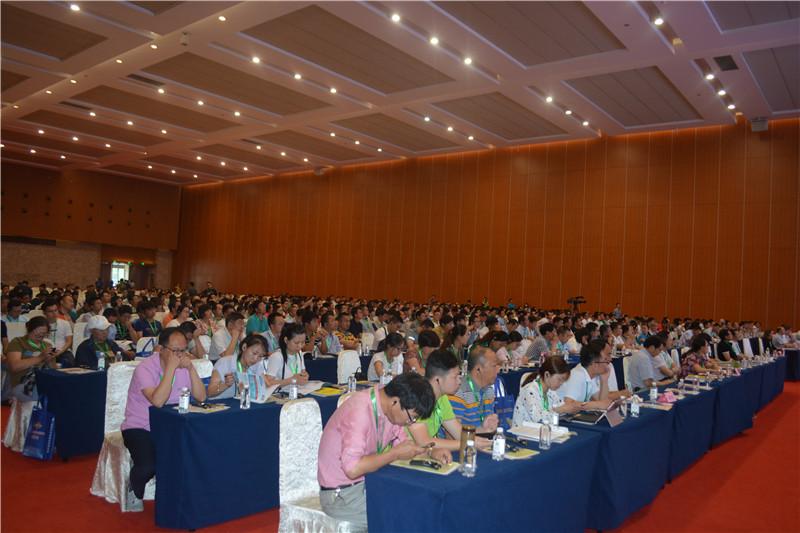 第二届南农中美猪业高峰论坛在南京国际博览会议中心盛大召开