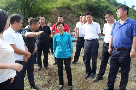贵州省委副书记谌贻琴赴镇宁德康调研家庭农场脱贫攻坚工作