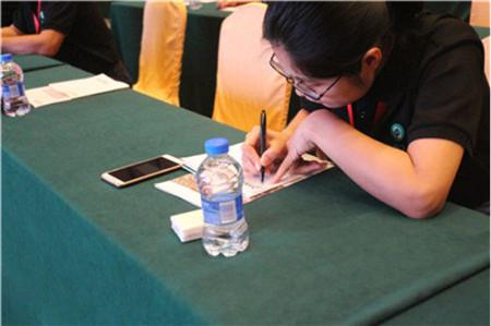 """9月25日,由江苏恒丰强生物技术有限公司举办的""""2017恒丰强蓝青之夜""""大型活动在著名的风景旅游区长隆顺利举行,"""