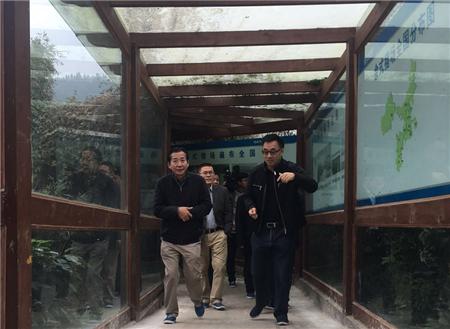 2017年10月31日,农业部副部长陈晓华在省农业厅原厅长任永昌、省畜牧总站站长徐旭、省农机总站副站长乔善宝等陪同下,来到天兆猪业调研农业产业化发展情况。