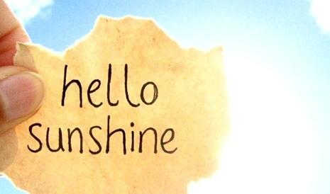 朋友,拥有明天就拥有了希望,当我们能够在这个世界上感受到每一缕阳光,和每一股春风的时候,就是我们最幸福的时候。