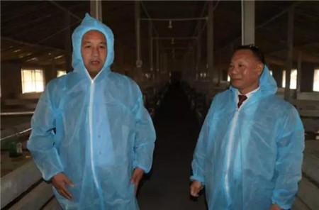 专家走进养猪场,为企业把脉献策 ——西南大学张洪培教授走访金锣集团