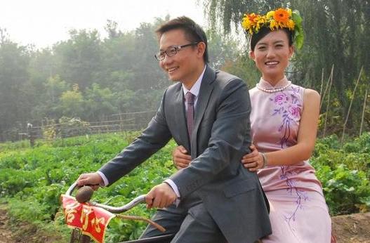清华美女博士后养猪年赚1000万!却坐自行车出嫁