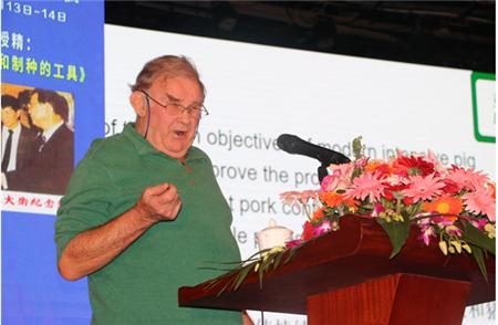 亚卫畜牧David Hollier:人工授精是西方养猪史上引进和发展最快的一项现代养猪技术