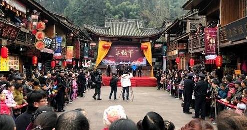 赏民俗 喝旺汤 雅安雨城区年猪文化节在上里古镇开幕