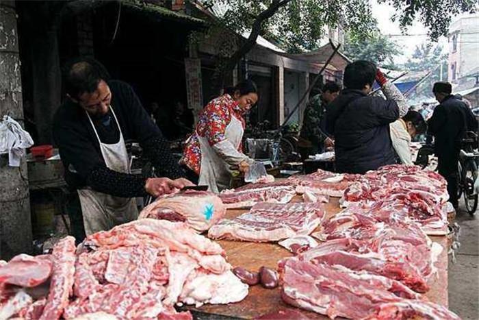 比如有机猪肉,原生态猪肉,甚至野猪肉。活猪,现宰现卖,光猪血都卖10元每斤。肉就不用说了。如果是大学生之类的,有包装有品牌有噱头,就更不一样了,卖的猪肉更香更好吃。