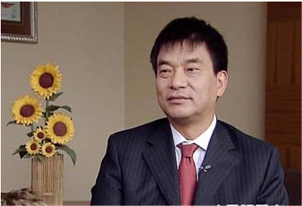 1、提到刘永好,相信大多数人脑海中立马会闪现出:四川首富刘永好、养猪、饲料,这些关键词,现今他的财富达420亿元。