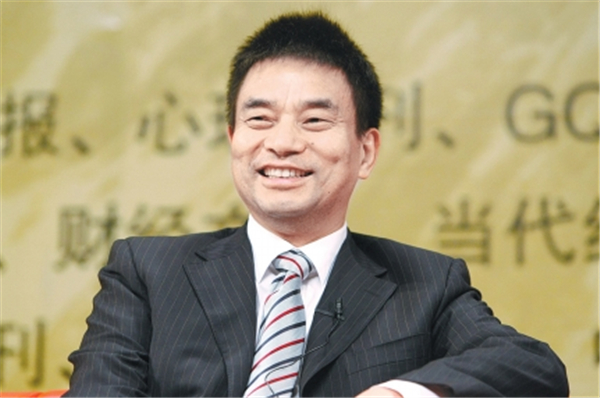 2、刘永好在1982年开始走上养鹌鹑和小鸡的创业道路,后来凭借饲料起家,经过深耕饲料产业多年,将新希望六和集团的规模做到了中国第一。