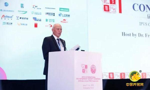 大会秘书长Dr. Francois van Niekerk