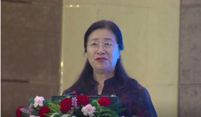 中国畜牧协会副秘书长猪业分会秘书长宫桂芬主持猪业大会开幕会